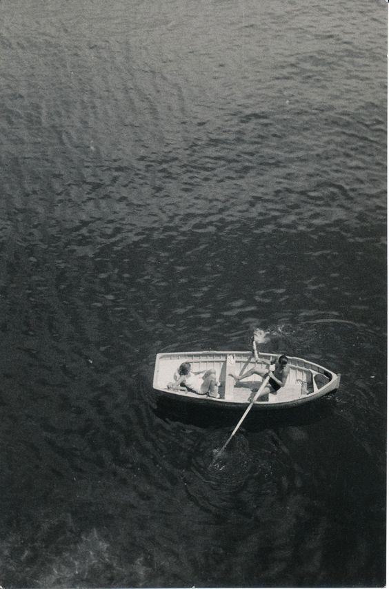 Momenti romantici al largo di Paraggi... (Photo: Bruno Stefani) #Riviera #Liguria #Portofino #SantaMargheritaLigure #Paraggi #anniTrenta #viaggi #vacanza #holiday #the1930s #journey