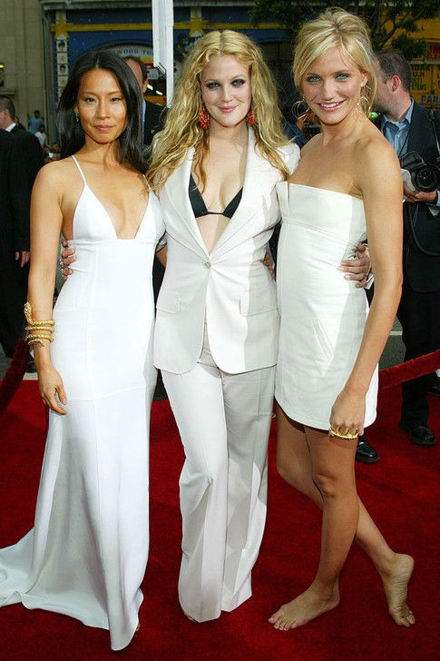 The Most Daring Red Carpet Dresses Of The 2000s Red Carpet Dresses Fashion Lucy Liu