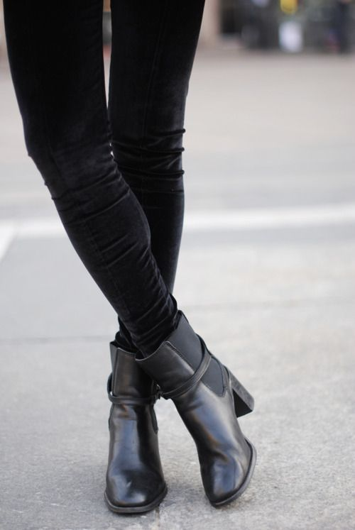 This is exactly what I wear to school everyday, skinny jeans with heeled chelsea boots. Never gets old.