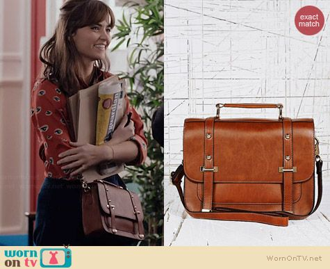 Clara's tan bag on Doctor Who.  Outfit Details: http://wornontv.net/36697/ #DoctorWho