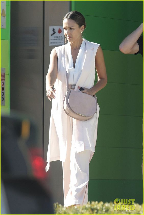 Jessica Alba Gets Back to Work After Her Hawaiian Vacation! | jessica alba gets back to work after her hawaiian vacation 02 - Photo