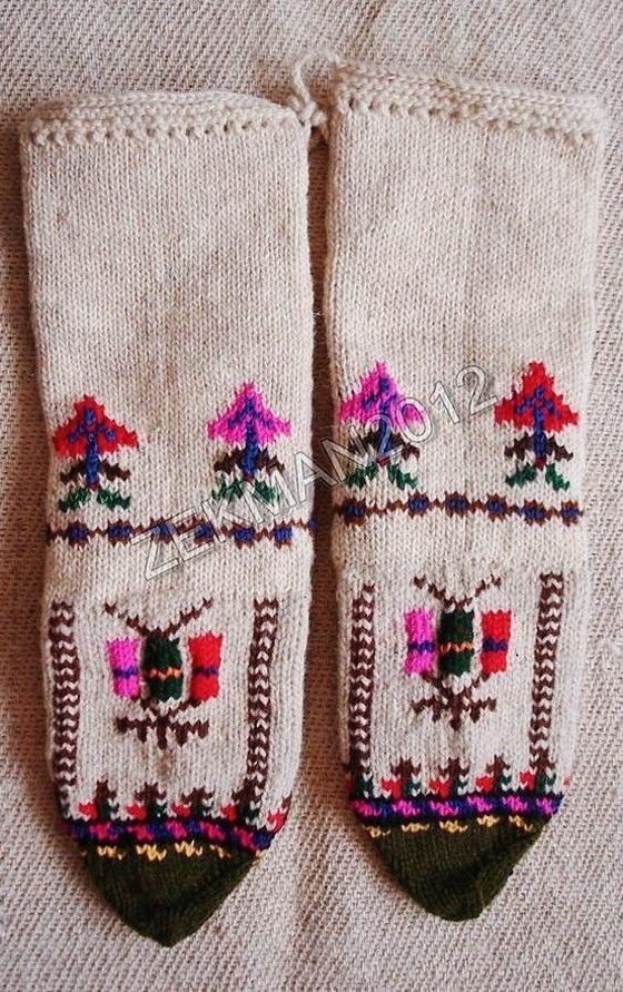 Handknitted вълнена женски чорапи от Гоце Делчев-област (Югозападна България) .: