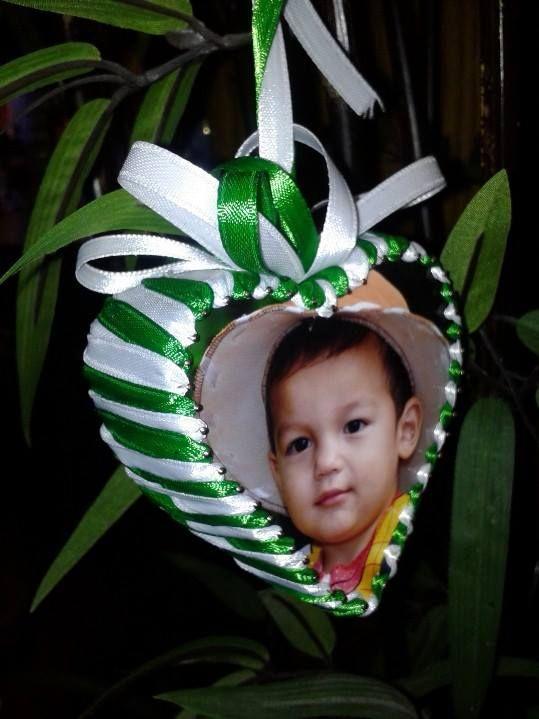 DIY Ornament - Recycle Styrofoam, pin and photos