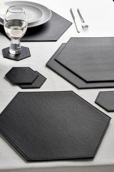 Set Of 4 Hexagon Faux Leather Placemats And Coasters 18 Como Fazer Sutia Produtos De Couro Mesa Posta