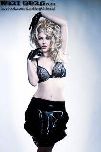 KariBerg Model Latex Nikdesign AYNIG+SinWeaver BlondewLatexGloves