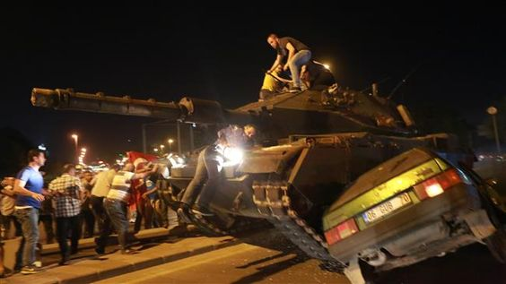 PressTV-Turkey military coup: Turmoil in pictures