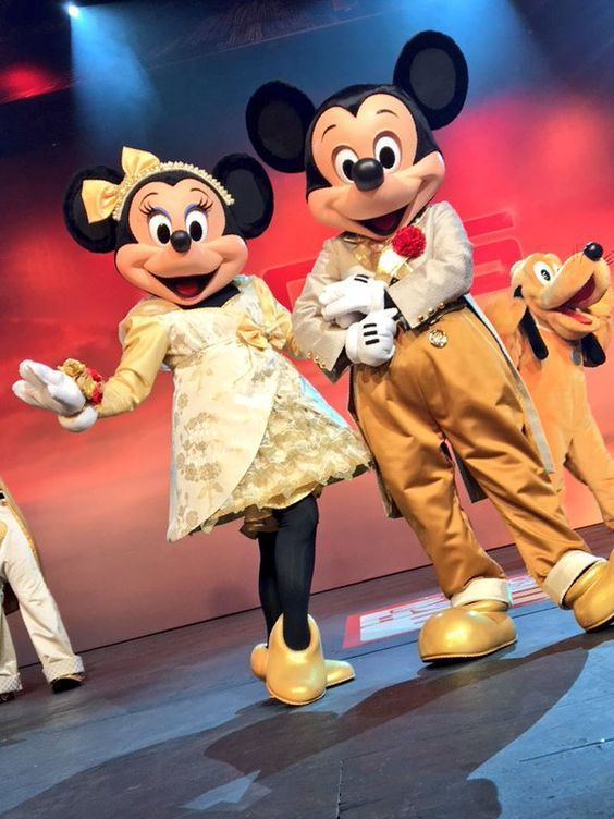 Mickey & Minnie putting on a really good live show.