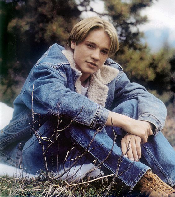 Casper, Little Giants, Now & Then, Wild America...anyone remember Devon Sawa?  Okay so it might be a little creepy, since I remember him as a kid and am all grown up now.  LOL  But hey....childhood crushes have a way of pausing themselves in our consciousness and it's still okay. ;)