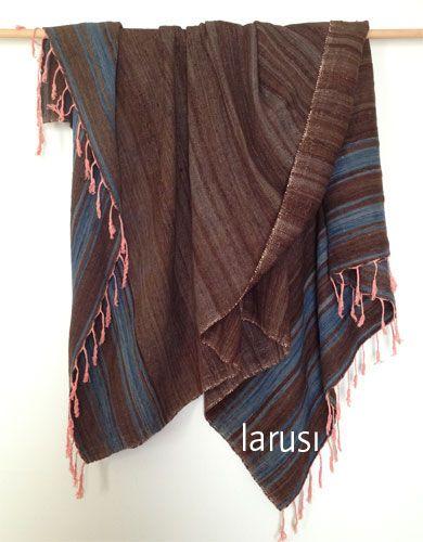 Vintage Berber blanket with contrasting salmon tassels, www.larusi.com
