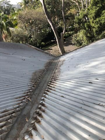 What Are The Things To Bear In Mind Before Doing Gutter Cleaning In 2020 Cleaning Gutters How To Install Gutters Overflowing Gutters