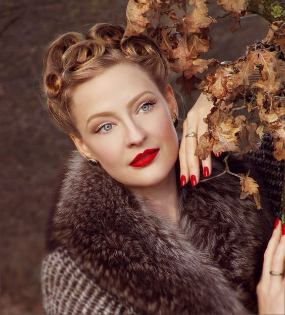 Spying agent:) Lilly Jarlsson - 1940s Vintage style makeup & hair.