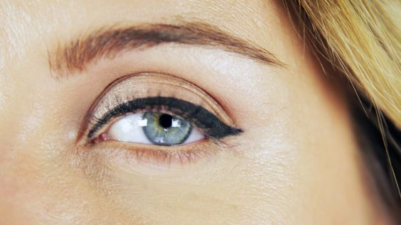 Eyeliner Nasil Surulur Eyeliner Makyaj Makyaj Trendleri