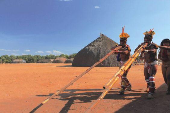 Xingu – 55 anos  O que o Brasil tem a aprender com esse parque indígena do tamanho da Bélgica, criado em 1961 por pressão dos irmãos Villas Bôas: combater epidemias, preservar a natureza, praticar medicina humanizada e respeitar diferenças são lições que os índios do Xingu têm a nos passar #PovosIndígenas