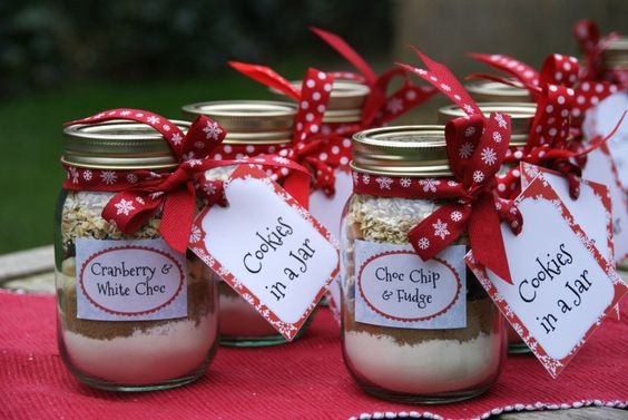 Day 5 of The Pink Whisk Christmas and these make, yet another, lovely gift!  Who could resist?  I've even rounded up some gorgeous jar labels and tags for you from the oh so fabulous Michelle Lancaster of Wink Design x  You will need: A 500ml jar - Kilner, jam jar whatever you can lay your hands on Christmas Ribbon Jar labels and Swing Tags with full baking instructions for the lucky recipient.  Click on the links then just print them off and cut them out! For each jar:- 75g plain flour 1/4 ...