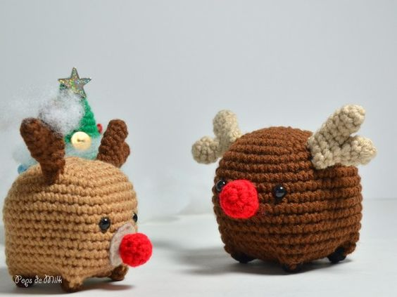 Make this squatty Christmas reindeer for the holiday season this year! Crocheted in shades of brown with a round red nose.