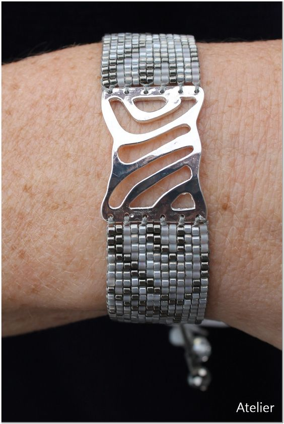 Stunning Bracelet in Grey and White Beads with Silver