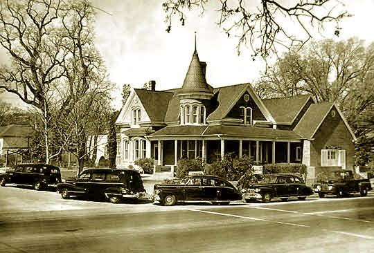 James Dean Taken To And Was Embalmed At The Kuehl S Mortuary At 17th And Spring Streets In Paso Robles California 1955 James Dean Car James Dean Home History