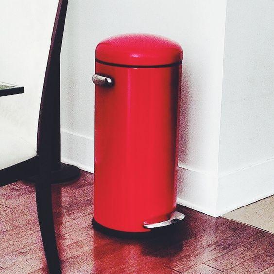 Lady in red #retrostepcan #mysimplehuman