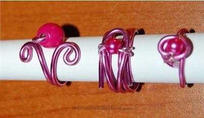 Tante piccole idee realizzate: Anelli in filo di alluminio rosa, perline rosa e perle di legno fucsia.