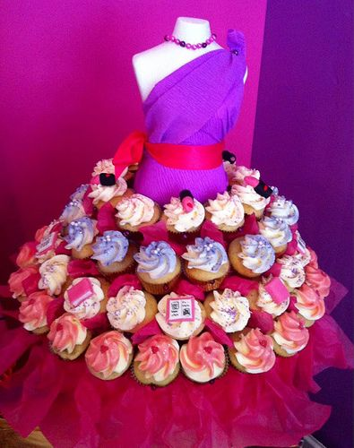 Cupcake dress by Alice in Cakeland! http://cupcakestakethecake.blogspot.com/2012/09/fashion-week-fun-wear-your-cupcakes.html #fashion #fashionweek #cupcakes #Netherlands