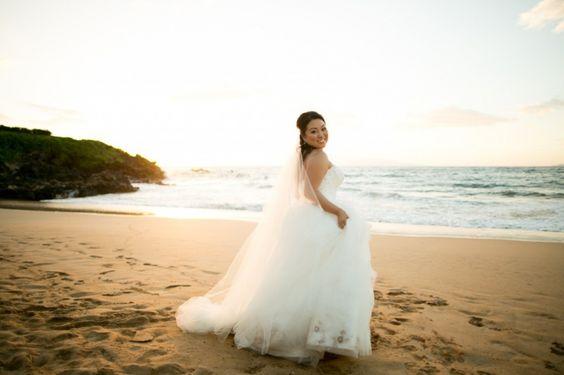 Stunner @fsmaui #mauiwedding #mauiweddingphotographer #joannatanophotography #waileawedding #fourseasonsmaui