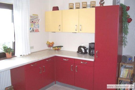Rot ist hier mit Abstand dominierend. Alte Küchenschränke einfach Rot und Gelb lackiert.  DIY- von Anfang bis Ende!