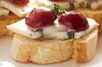 Roasted Grape and Blue Cheese Crostini #appetizer