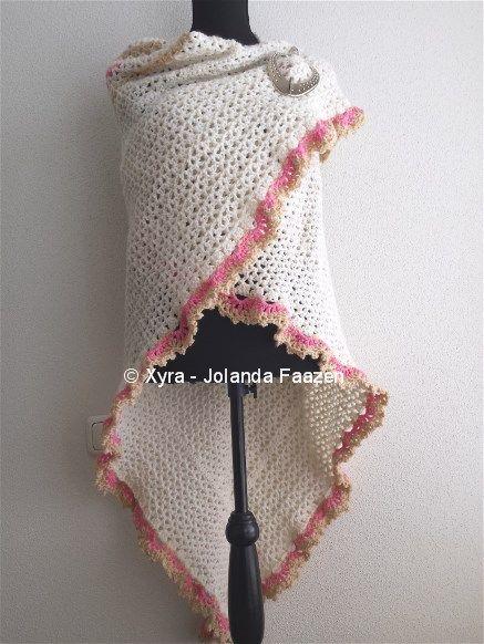#PATR1023 #Omslagdoek #sjaal #ruches #haakpatroon #patroon #haken #gehaakt #crochet #pattern #scarf #shawl #DIY Patroon (NL) is beschikbaar via: Pattern (English-US) is available at: www.xyracreaties.nl www.ravelry.com/stores/xyra-creaties www.etsy.com/shop/XyraCreaties