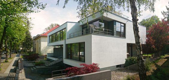 Modernes Architektenhaus in Berlin bauen zum Festpreis und Festtermin. Massive Baukunst in moderner Architektur und Design.