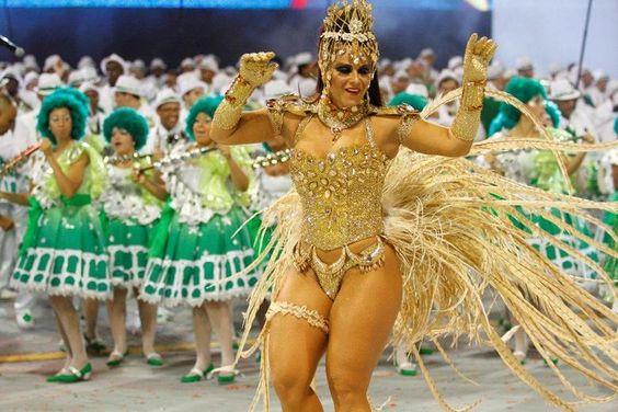 Uma das rainhas mais badaladas em atividade, Viviane Araújo começou na avenida em 1995. No Rio de Janeiro, passou pela Unidos da Tijuca, Mangueira, Caprichosos de Pilares, União de Jacarepaguá, Inocentes de Belford Roxo e Império Serrano, Mocidade Independente de Padre Miguel e Vila Isabel. Em 2008, estreou no Salgueiro, sua escola do coração. Em São Paulo, fez história na Mancha Verde. Além disso, representa o Carnaval carioca em várias cidades do interior e na Argentina.Vote nesta musa