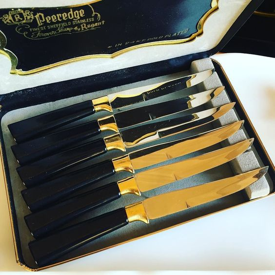 Set of 6 vintage steak knives. Black bake light handle gold plated band original box. Appear to be unused. $34 #shopthealist #vintagegold