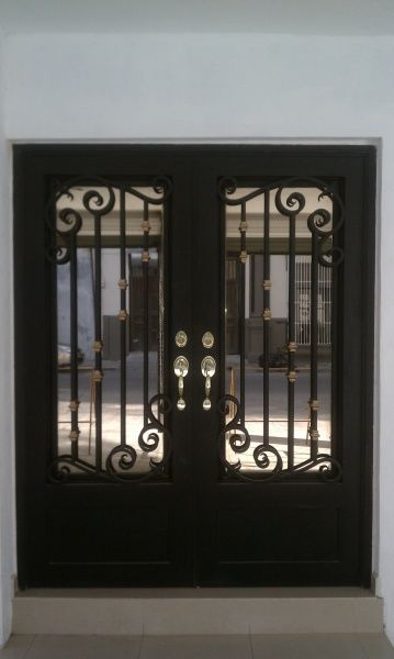 Puertas principales de forja herreria y forja herreria for Modelos de puertas de hierro con vidrio