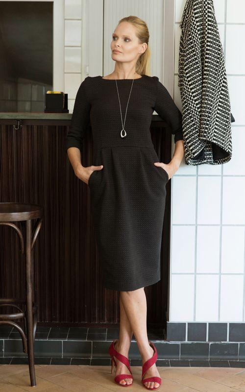 De Lora Jurk is een topper! Kies voor een stevige tricot of een geweven stof waar een beetje stretch in zit.