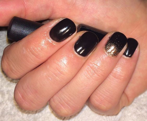 Black Pool with Lavishly Rose Additive from the Gilded Dream collection