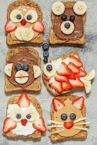 Funny Animal Faces Toasts With Spreads Banana Strawberry And Desayunos Divertidos Para Niños Comida Creativa Para Niños Desayuno Divertido