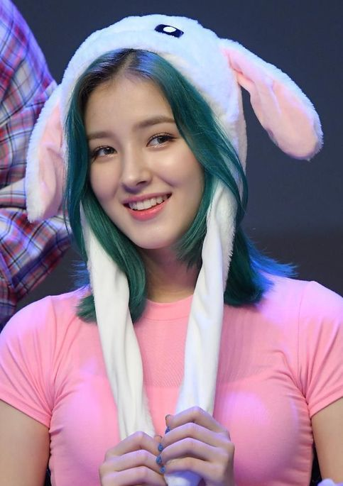 Top 10 Prettiest And Beautiful Kpop Female Idols 2019 Nancy Momoland Korean Beauty Girls Nancy Jewel Mcdonie