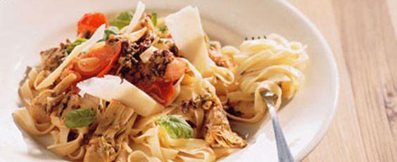 Krydret pasta med oliven, kapers og ansjoser