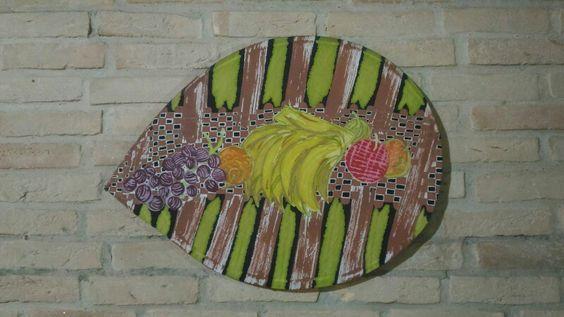 Painel feito com peneira de arreia,tecido de viscose, pintado por imersão em aquarela com pincel para detalhes 70x50cm