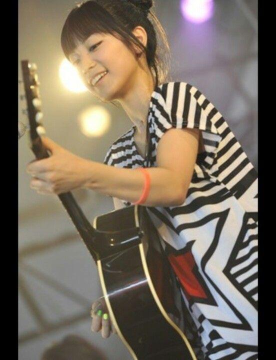 miwaの白と黒の衣装