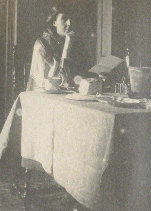 Virginia Woolf in 1917.