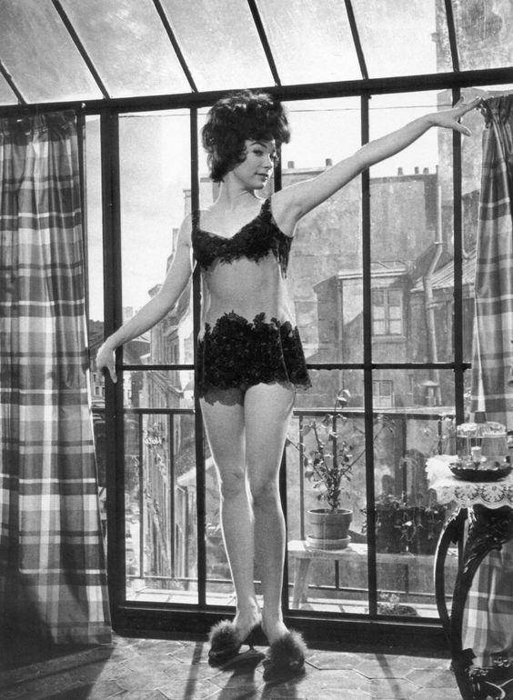 Shirley MacLaine ~ Irma La Douce (1963) ~ Leo Fuchs 1280×1748 пикс