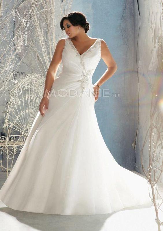 Robe de mariée grande taille avec un col en V perles [#M1510197604] - modanie