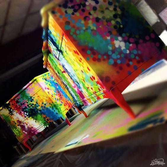 Paint Splattered Furniture. Muebles pintados a colores con técnica de graffiti.