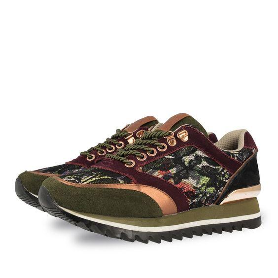 Sneakers de mujer en kaki. Mezcla de colores con estampado floral. Corte…