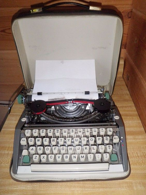 Vintage Manual OLYMPIA DE LUXE TYPEWRITER Western Germany Portable Lap Size