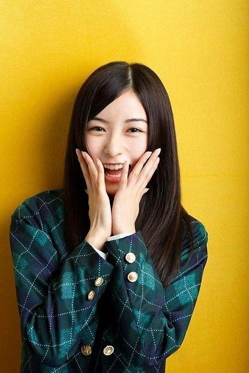笑う佐々木琴子