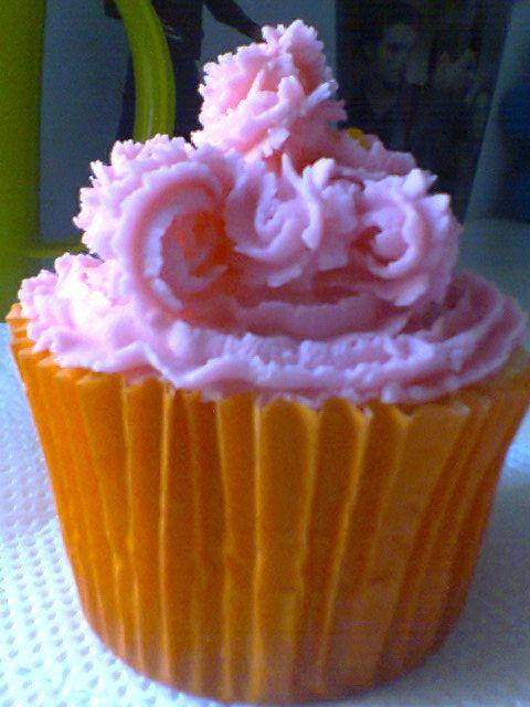 meu cupcake de baunilha com buttercream ficou fofo!