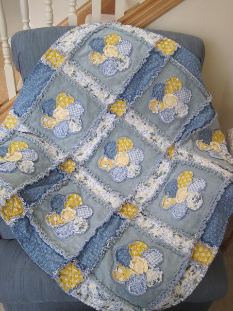 Tomila's Treasures: Denim and Cotton Flower Patch Rag Quilt: