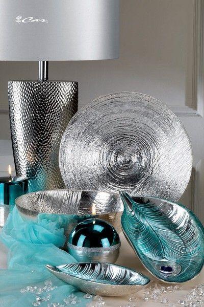Lampada da tavolo con base argentata, piatto e coppe in vetro bagnato ...