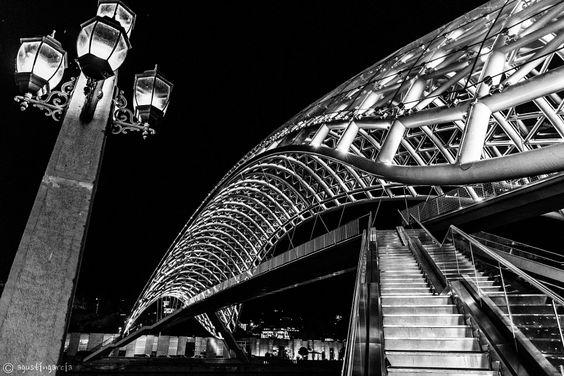 Tblisi, puente sobre el río Kurá by Agustín García - Photo 122318867 / 500px